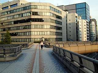 「昭和通り銀座歩道橋(東京都中央区銀座7-14)」の画像検索結果